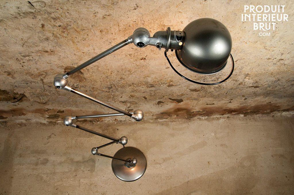 Un des must du métal et du génie industriel : la lampe Jieldé !