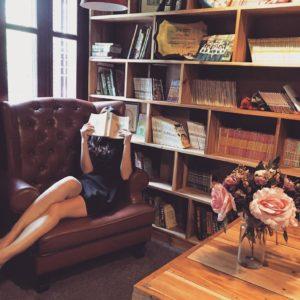 Comment aménager un coin lecture pour le rendre chaleureux ?