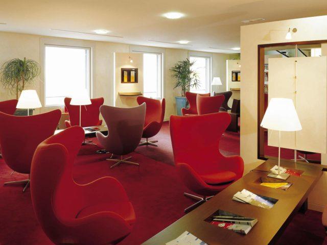 fauteuil-oeuf-pivotant-rouge-design