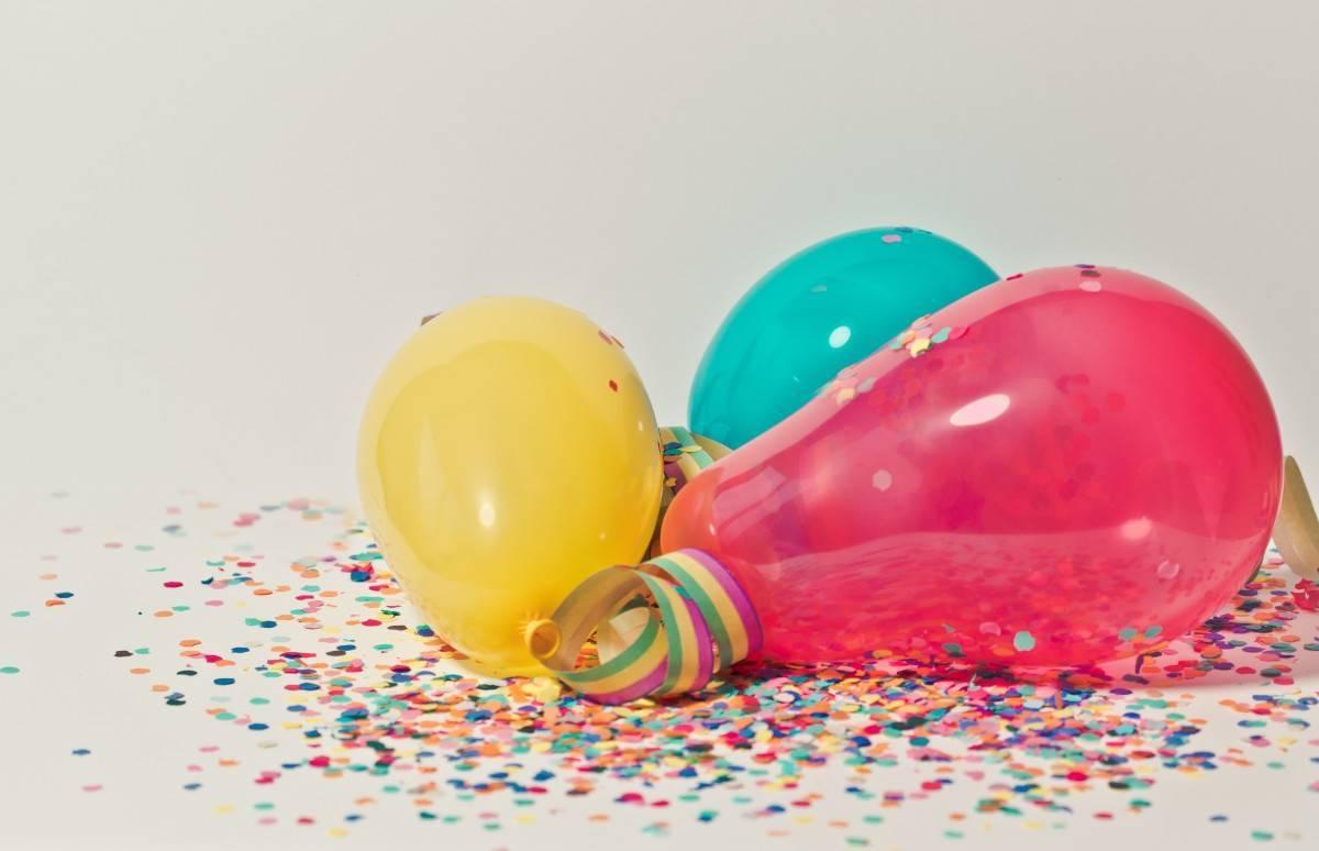 Comment décorer une salle de fêtes avec les ballons?