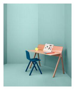 Faites l'acquisition d'un bureau et d'une chaise de la marque Hay