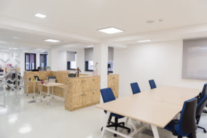Read more about the article Comment bien choisir le mobilier de votre entreprise?